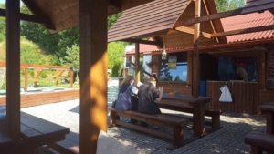 stylové dřevěné posezení